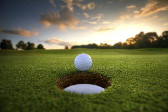 """Mežaparka kaimiņi: """"Ozo Golf Club"""" un """"Mežaparka Rezidences"""" iedibina jaunu, ikgadēju sportisku tradīciju – golfa turnīru"""